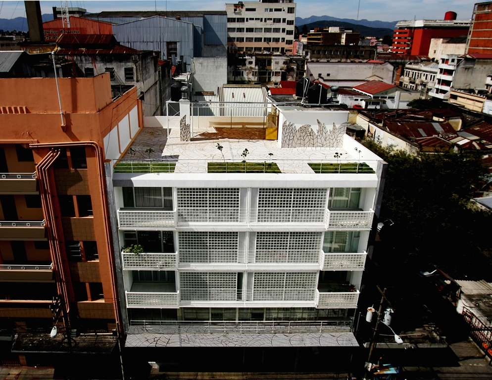 EX- CENTRICO, APARTAMENTOS Y CENTRO CULTUAL. 001