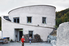 1VILLA F THE OFF THE GRID HOUSE IN THE CENTRAL HIGHLANDS OF GERMANY