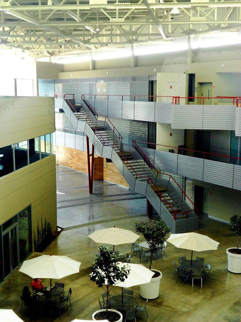 Escuela Bancaria y Comercial campus San Luís Potosí . foto selecionada. 006